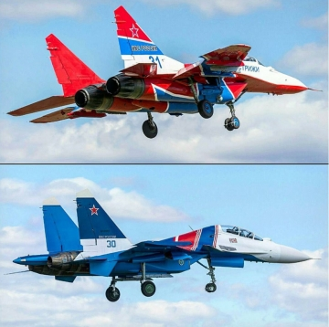 Swifts MiG-29 and Russian Knights Su-30SM new livery. Photo by Maksim K
