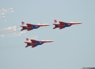 Swifts MiG-29 releasing flares