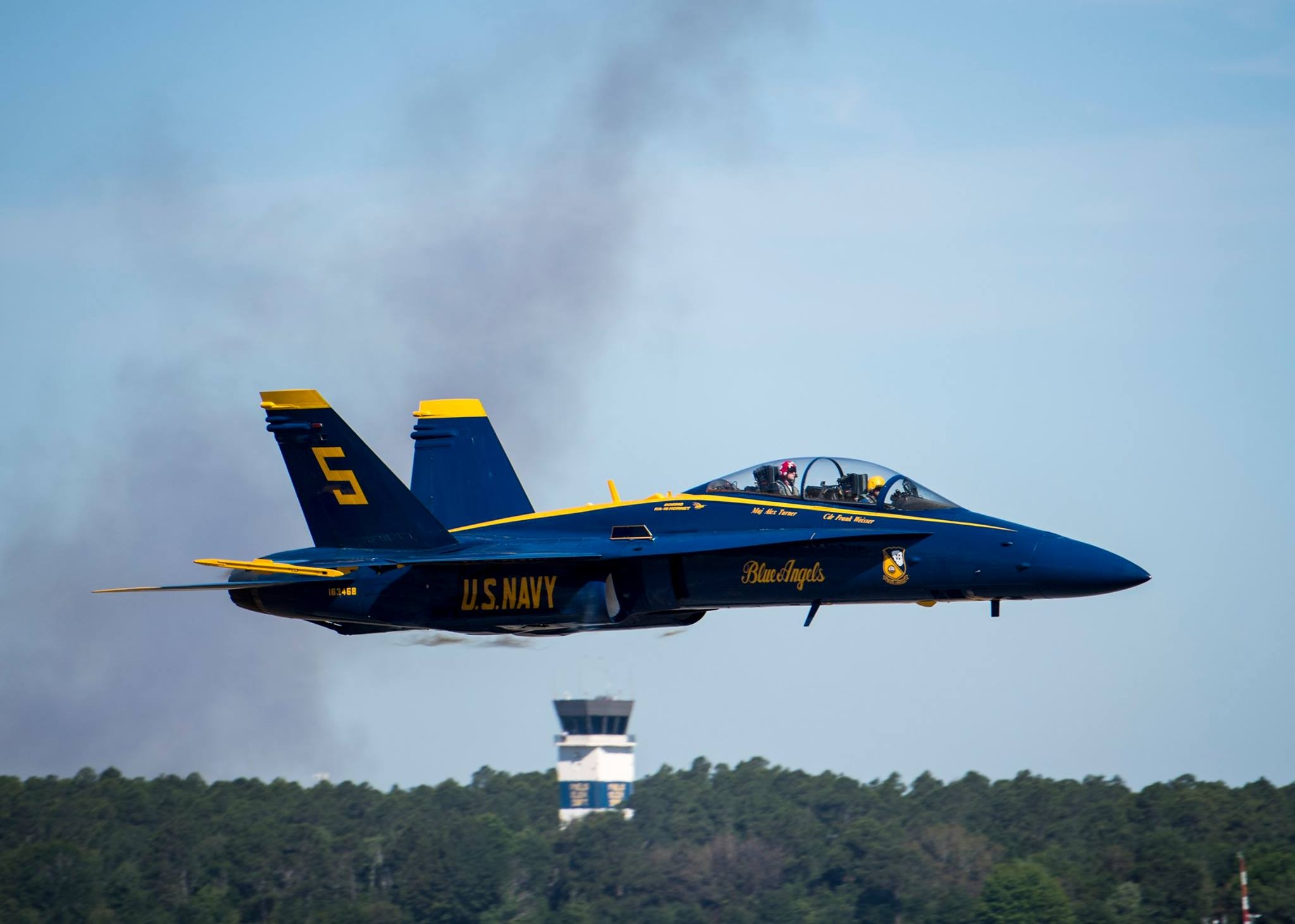 Thunderbirds pilot at the back seat of Blue Angels F/A-18D. Photo USAF
