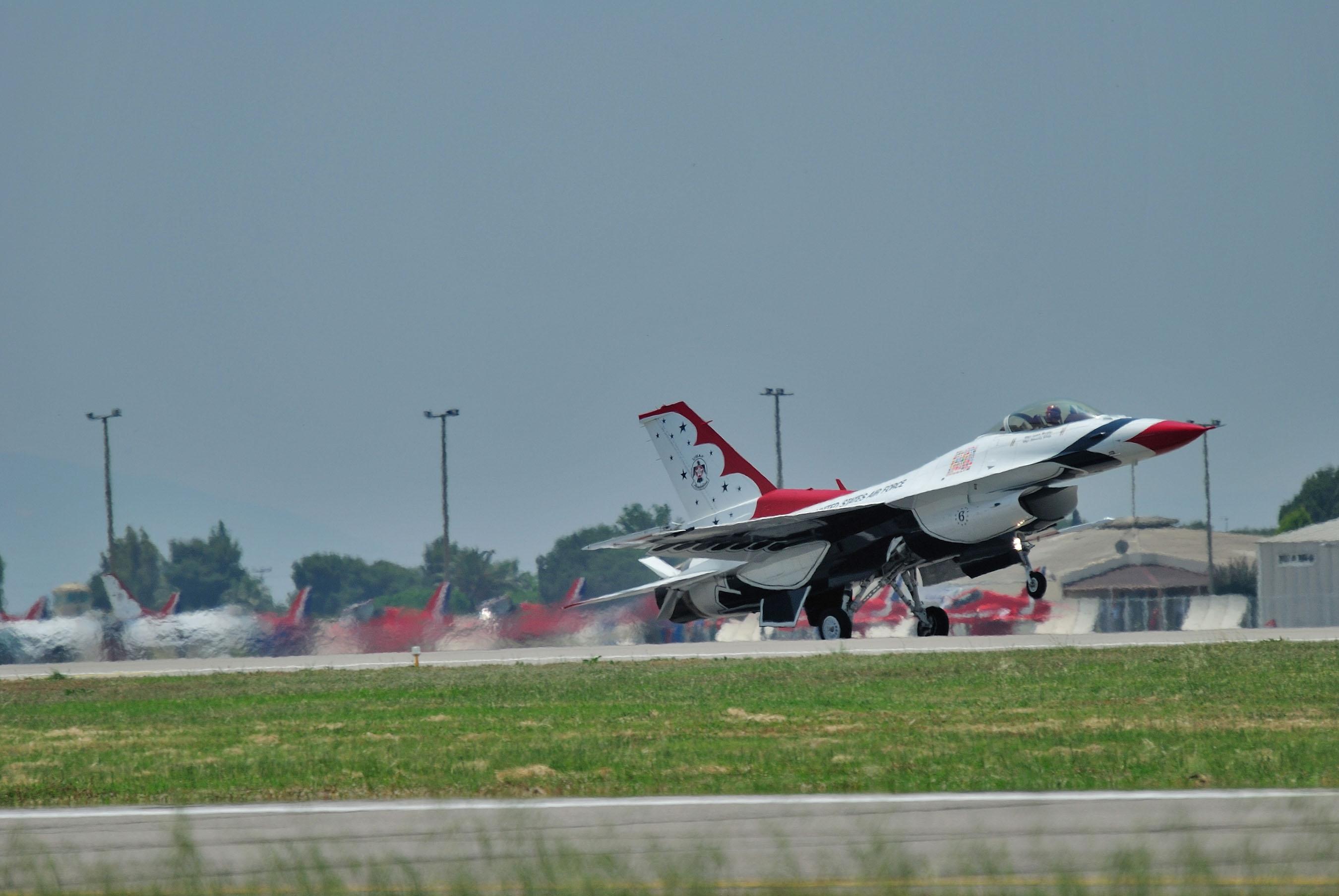 #6 landing during Izmir Air Show 2011, Turkey