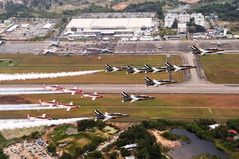 Formation flight of Black Eagles and Jupiter aerobatic teams over LIMA 17. Photo Hyung Kwon