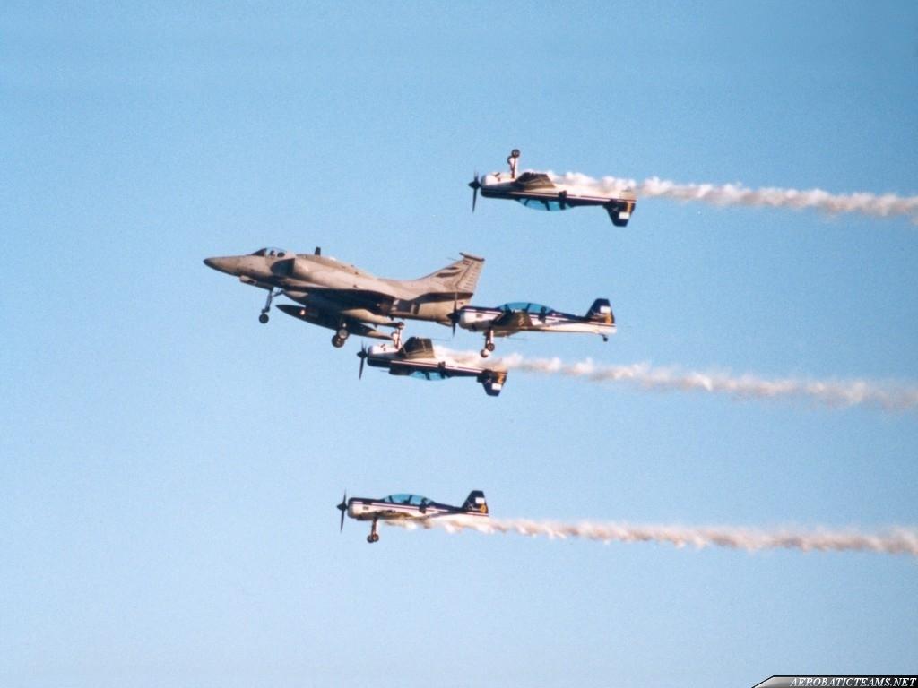 Cruz del Sur Su-29AR and A-4 Skyhawk