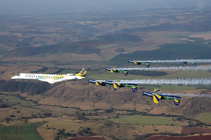 Embraer ERJ 145 and Esquadrilha da Fumaca in flight