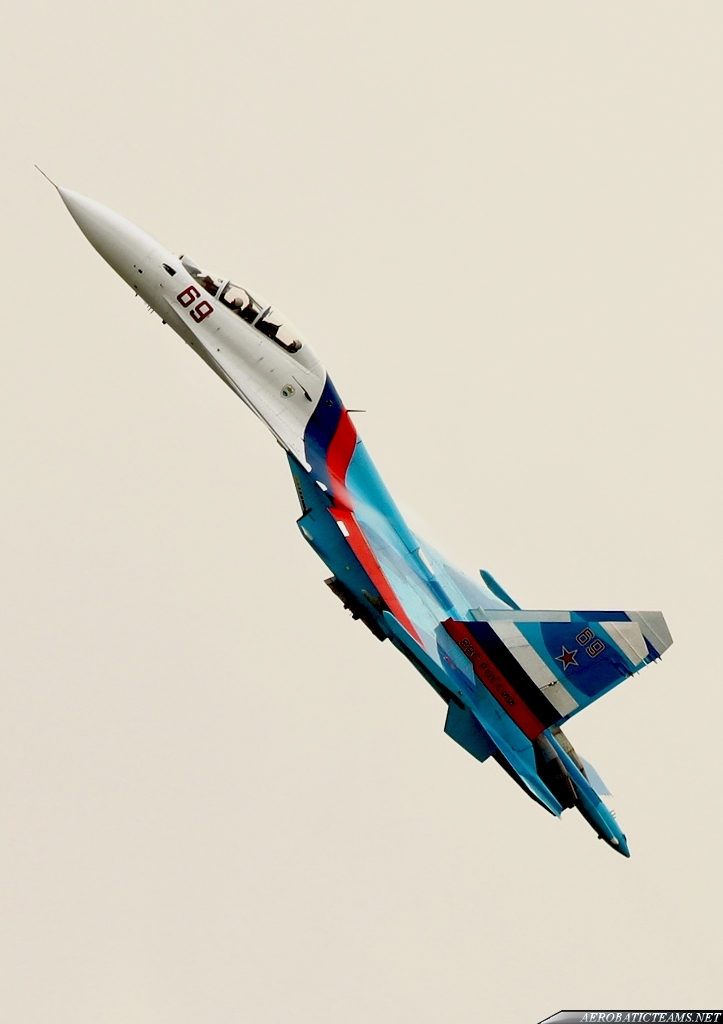 Russian Falcons fly Su-30SM