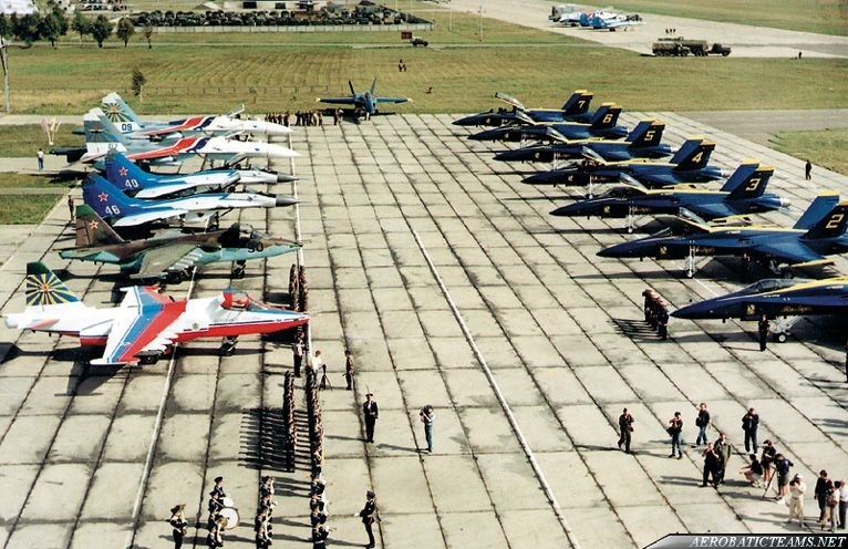 Russian Knights, Swifts, Celestial Hussars and Blue Angels at Kubinka Airbase, 1992