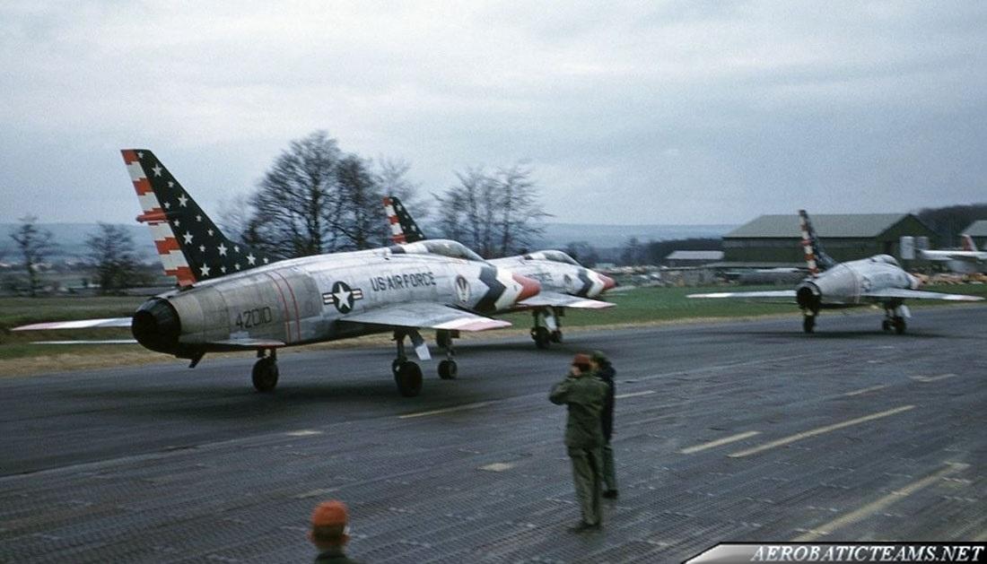 Skyblazers F-100C Super Sabre. Photo via Henk Scharringa