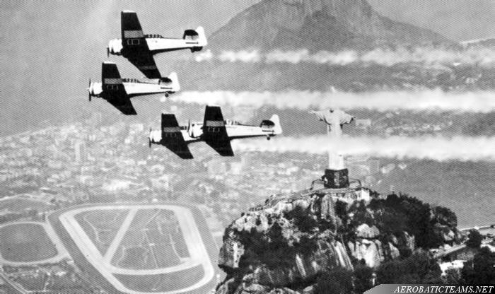 Esquadrilha da Fumaca T-6 Texan over Rio de Janeiro