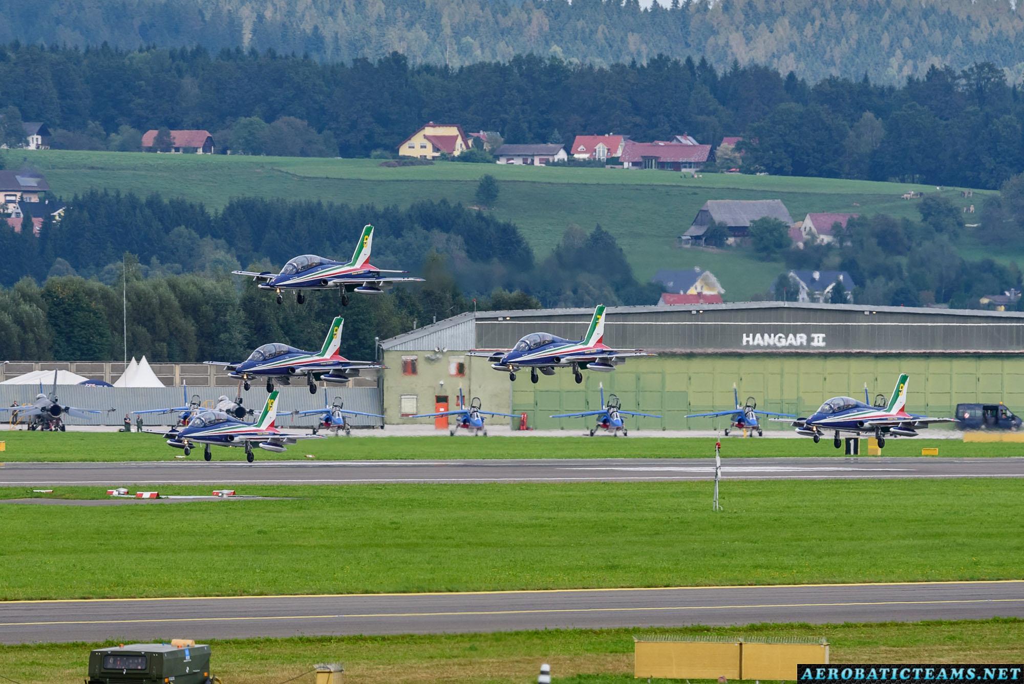Frecce Tricolori formation landing