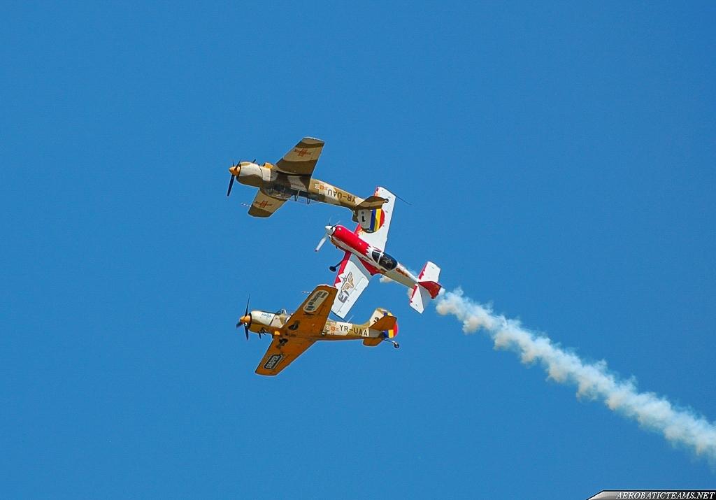 Aerobatic Yakkers and Jurgis Kairys Su-31