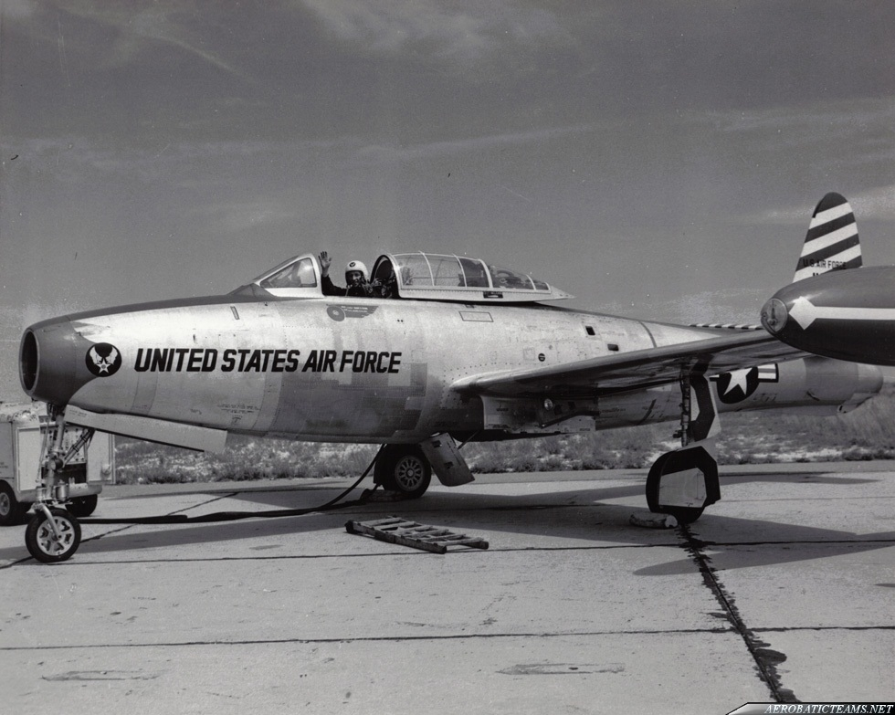 Skyblazers F-84E Thunderjet of Harry Evans. Detroit Airshow in Aug 1952