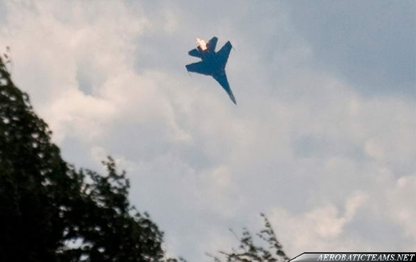 Russian Knights crash. Seconds before Su-27 board 14 crashed to the ground
