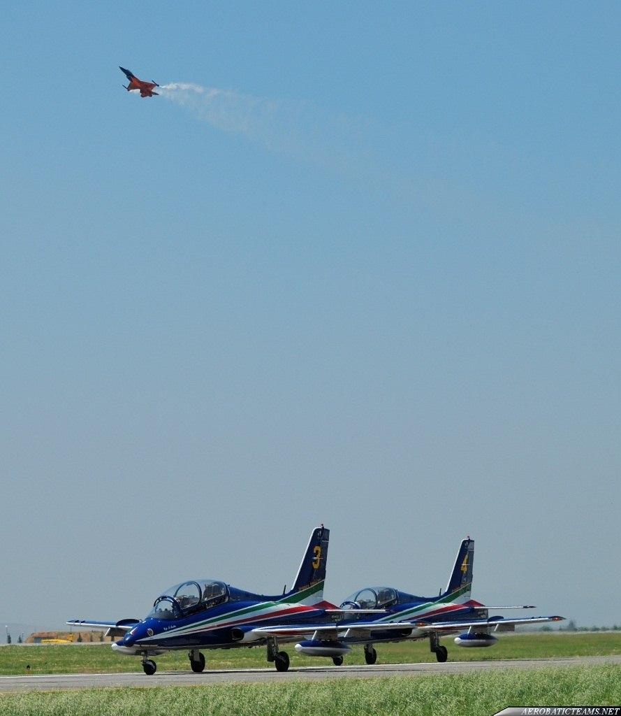 Frecce Tricolori and RNLAF F-16 demo team