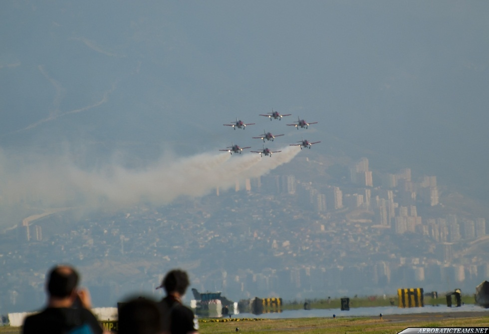 Patrulla Aguila formation landing