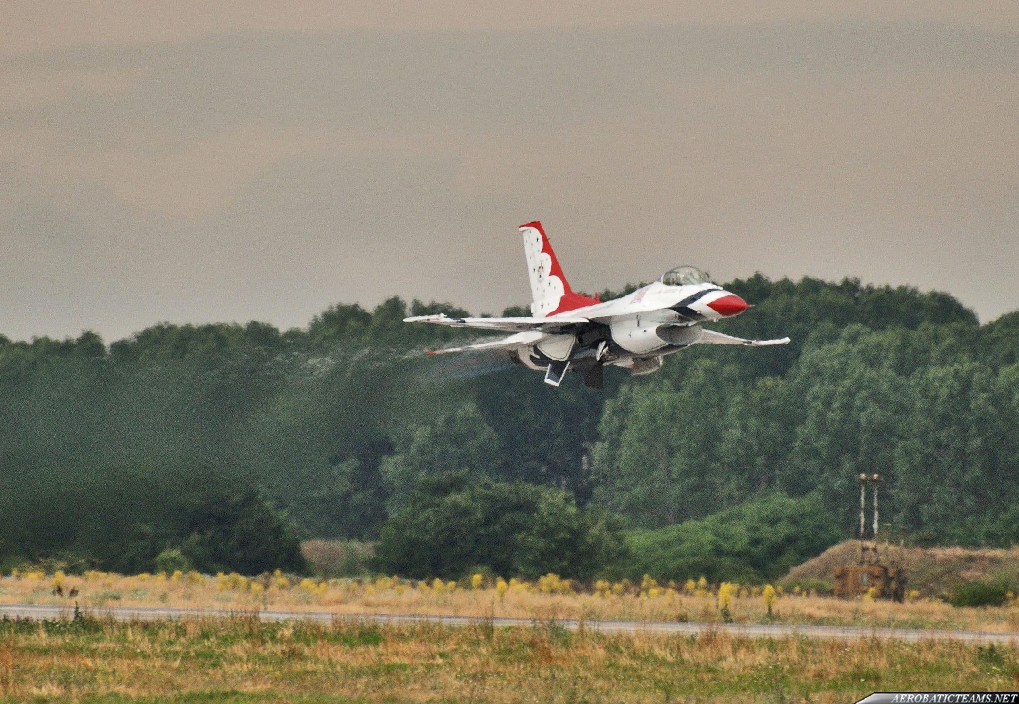 Thunderbirds single aircraft take off