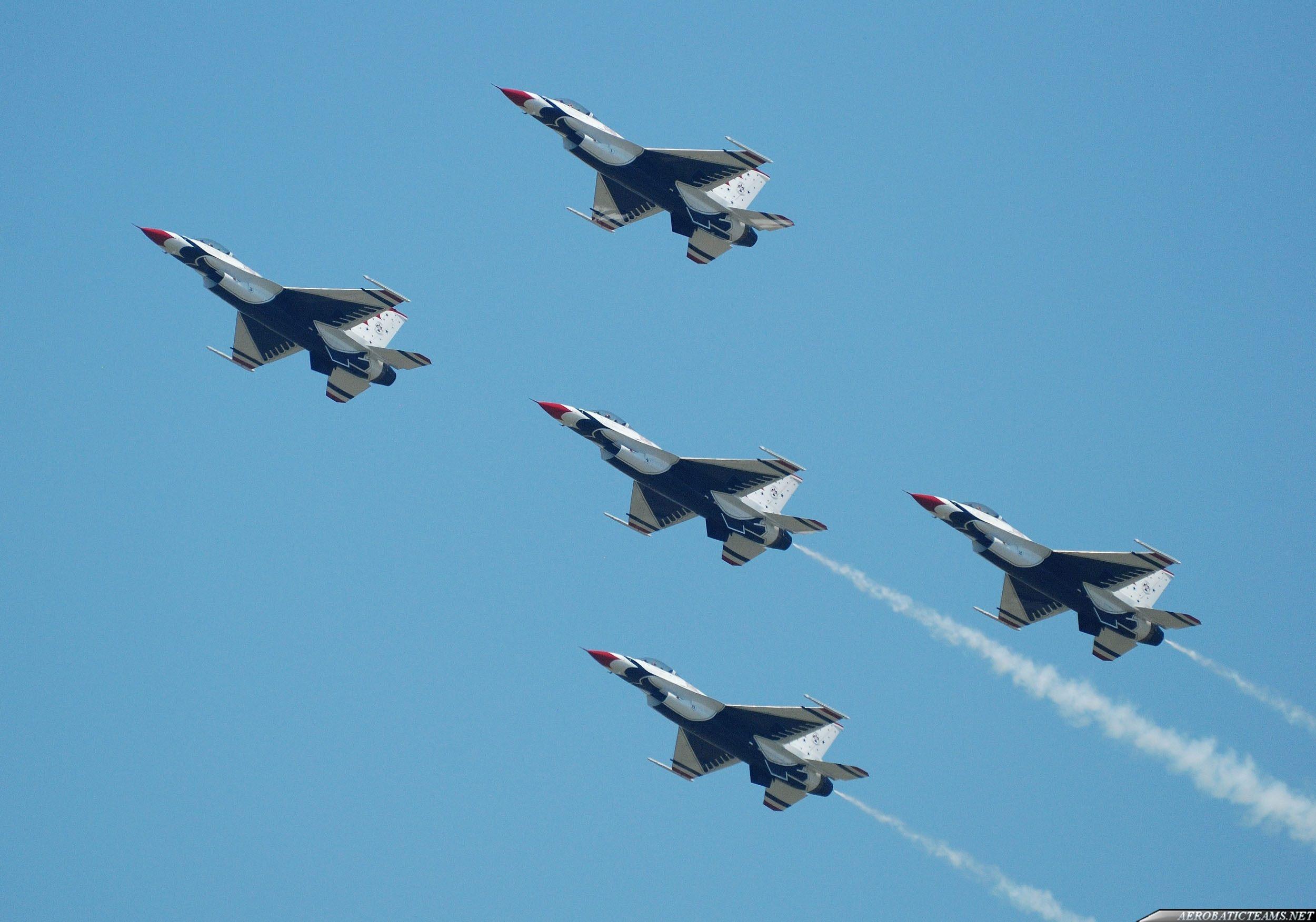 Thunderbirds resume flights after the crash in Colorado