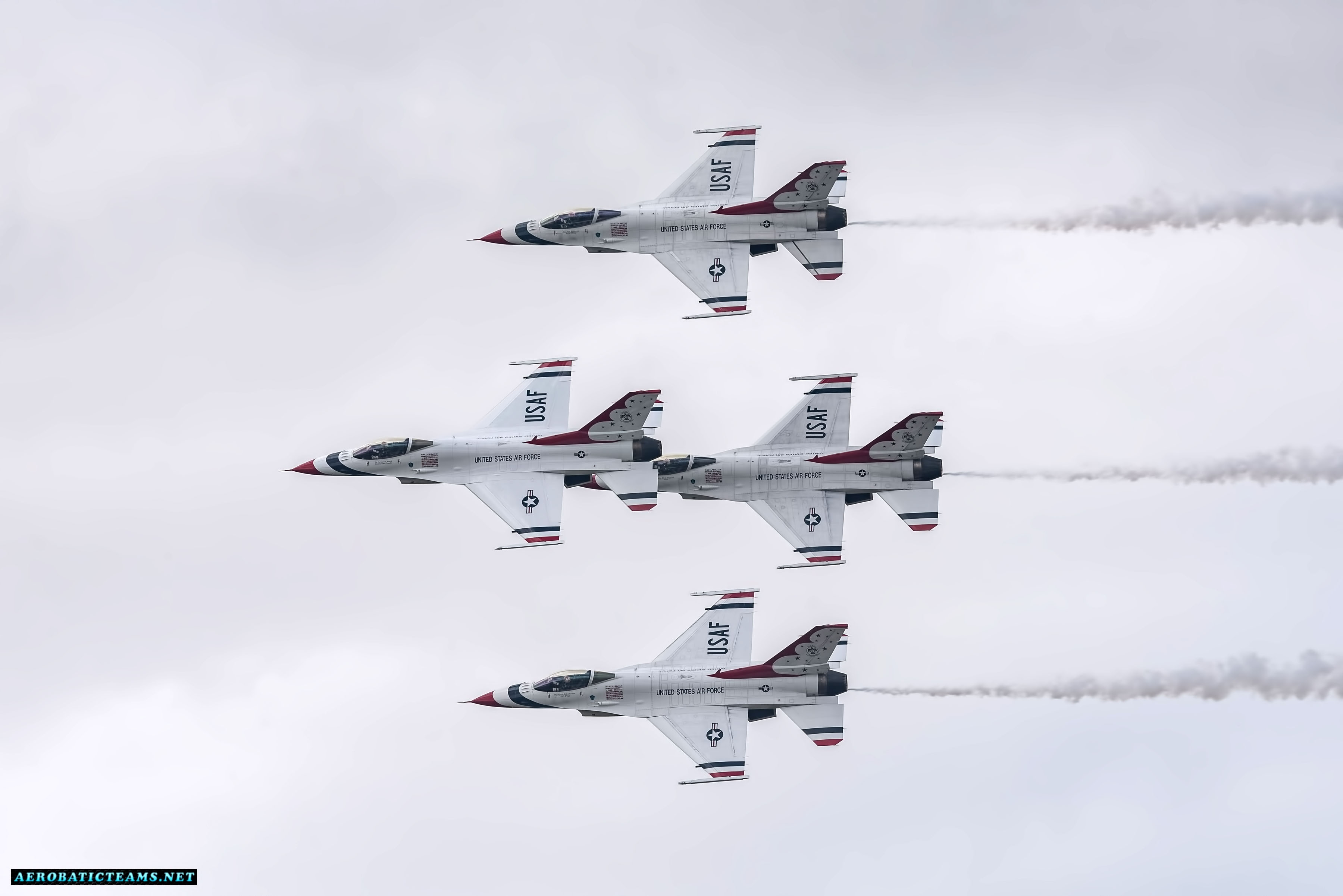 USAF Thunderbirds resume airshow displays after the crash