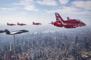 Thunderbirds, Red Arrows, F-35 and F-22 in join flight over New York