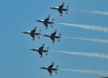 USAF Thunderbirds flyover at Hollywood