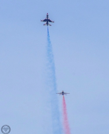 Thunderbirds test red and blue color smoke. Photo by Jake Warye (@Warye_33)